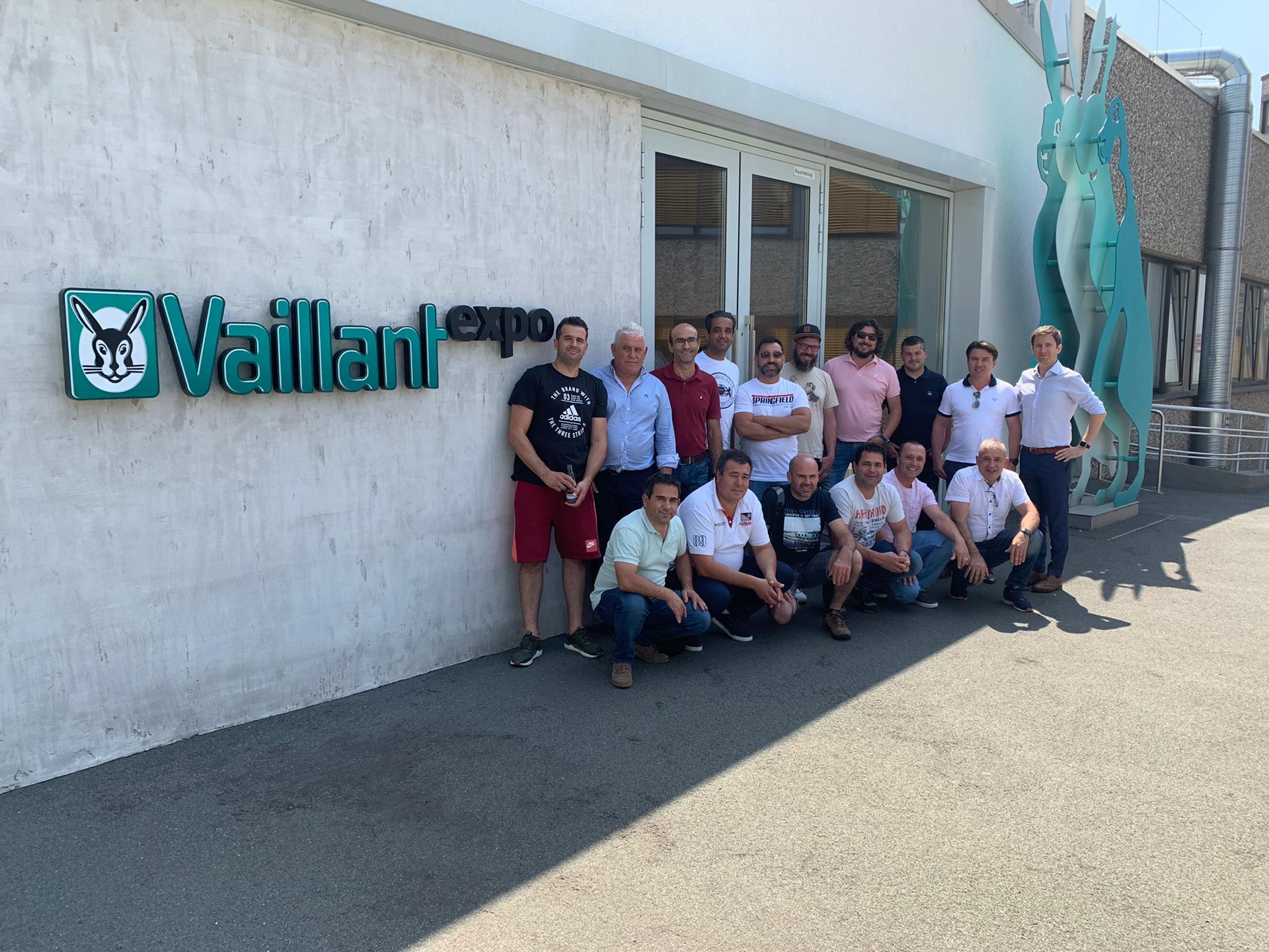 A Canalcentro efetuou viagem com Instaladores à Fábrica Vaillant